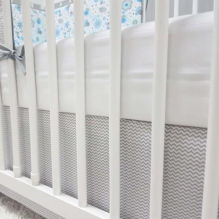 Baby-Joy Bettrock Volant für Babybett Kinderbett ZICK-ZACK Linie Baumwolle grau 60 x 120 cm | 00 weiß grau